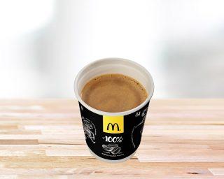 Melna kafija ar pienu